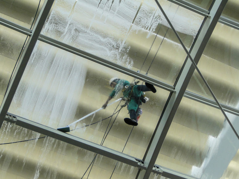 Roof Cleaning Commercial Pressure Washing Vs Chlorine Bleach